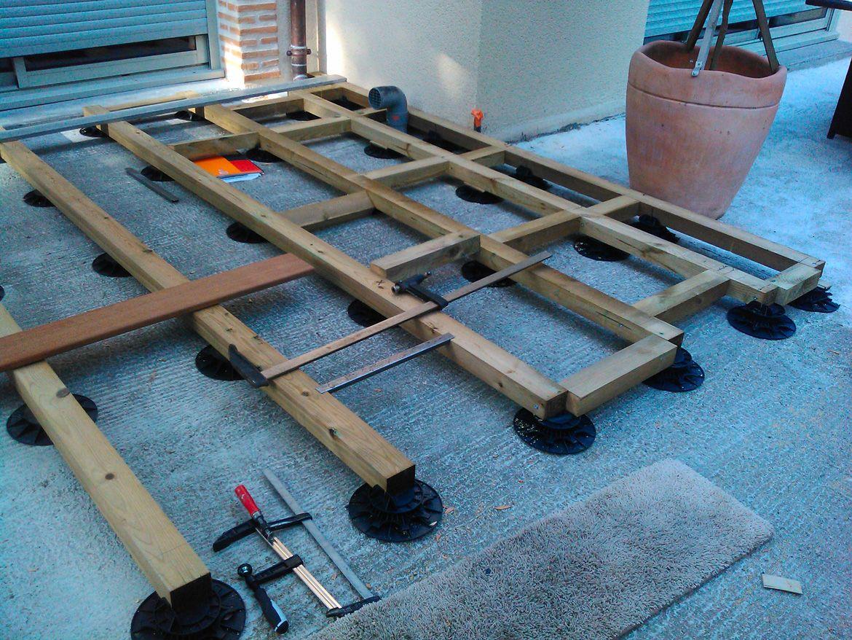pose d 39 une terrasse bois sur plot construction terrasse. Black Bedroom Furniture Sets. Home Design Ideas