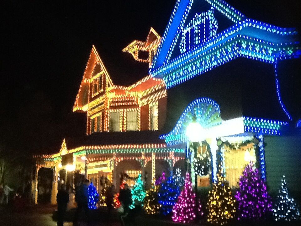 Delightful Dollywood Decorations Fantasy Of Lights Dollywood Vacation