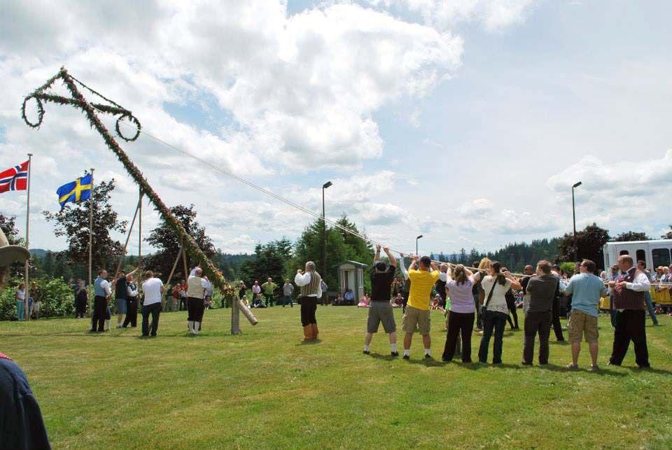 Midsummer Pole Raising At The Astoria Scandinavian Midsummer Festival Coastal Life Festival Scandinavian