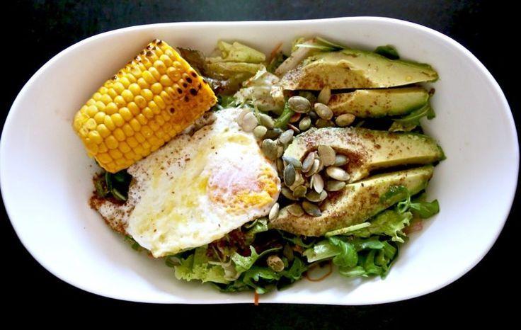FITNESS RECIPE / Warm salad of seeds, avocado and egg. - VIKIKA  - Food - #Avocado #Egg #FITNESS #fo...