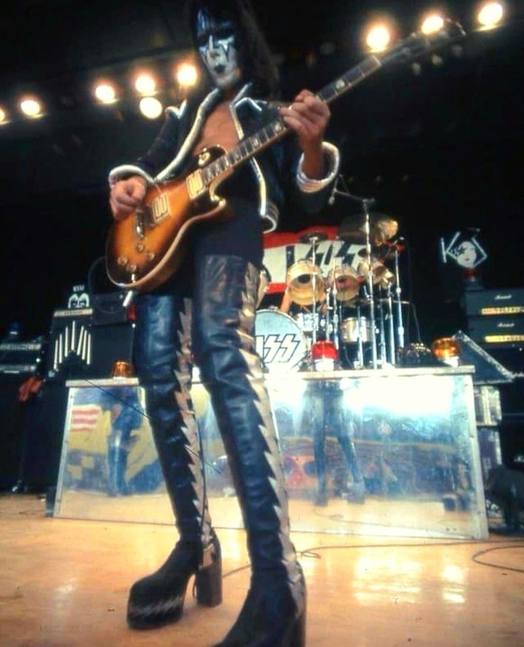 Pin By Beni Gonzales On Kiss 1973 1983 Kiss World Kiss Army Ace Frehley