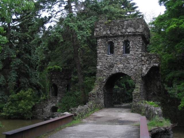 Ny Williamsville Oechsner Castle Aka Cambria Castle Fossil Rock From The Town Of Holland Was Used To Build The Castle Towers And Cambria Castle Building