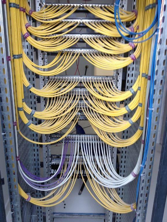 Cable Et Fibre Optique Telephonique Clothes Hanger