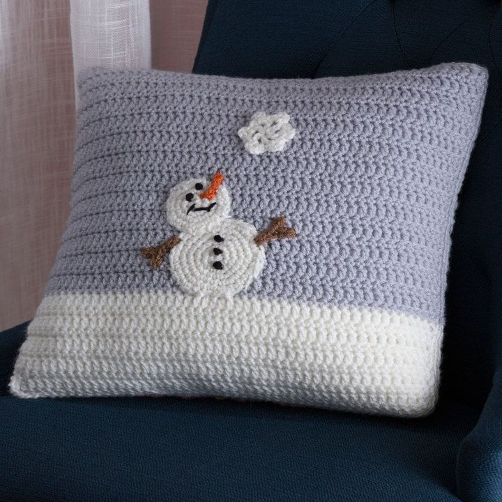 Snowy Day Pillow - Back - free pattern @ Red Heart | Cojines navidad ...