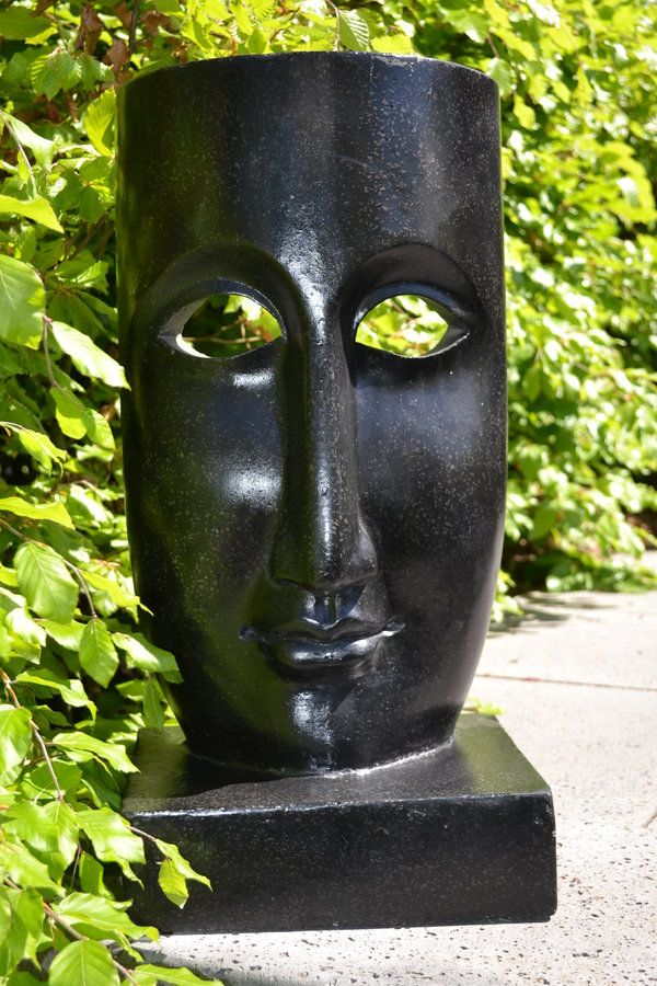 The mask modern abstract beeld als tuinbeeld of binnen for Binnen interieur