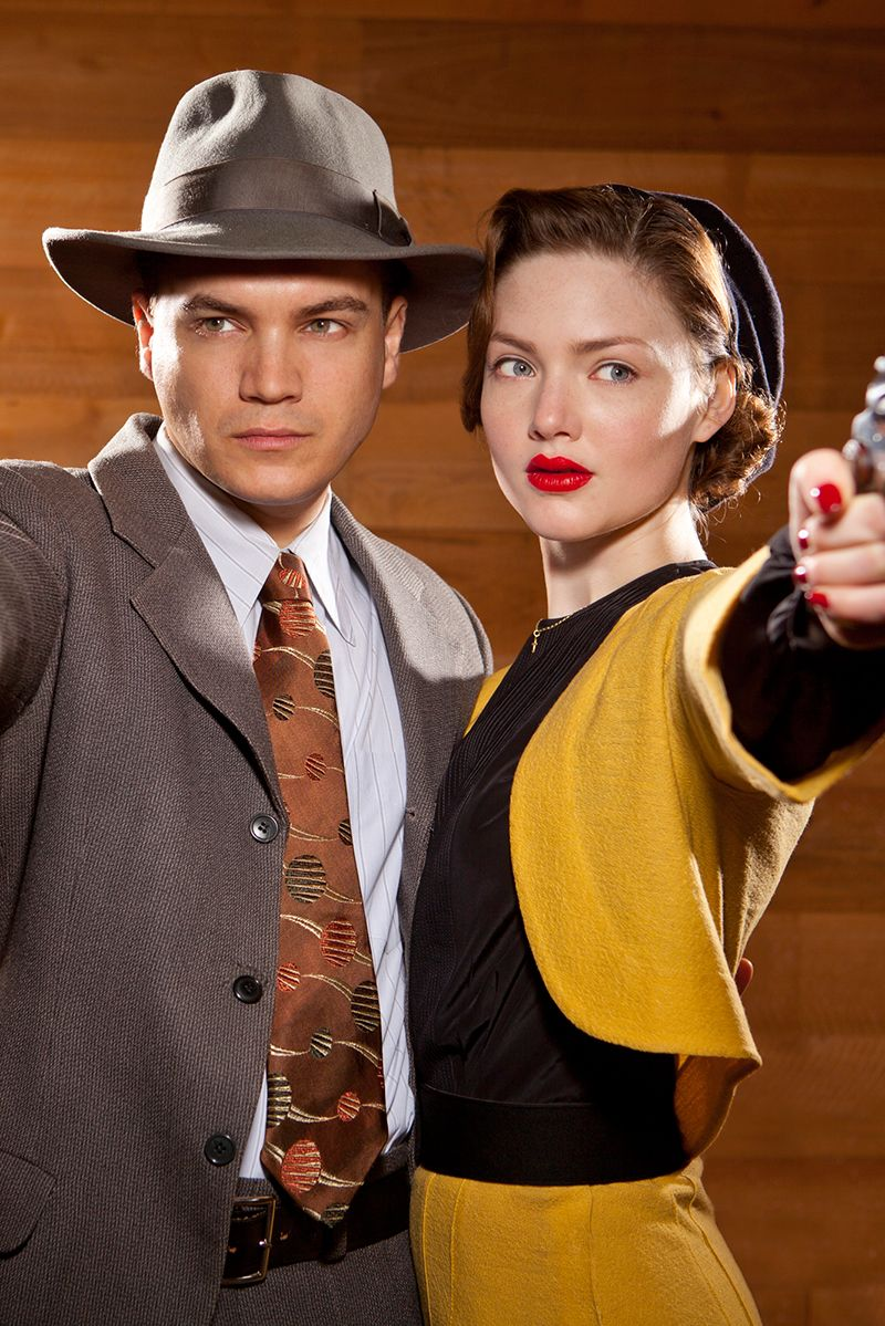 Notorious bank robbers Bonnie Parker and Clyde Barrow ...
