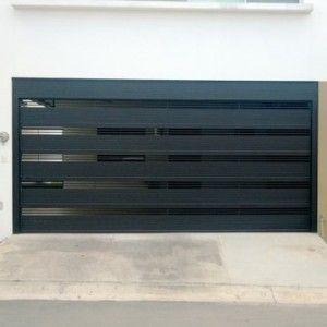Puerta de garage con rejas horizontales gruesas para mayor for Puertas para garage