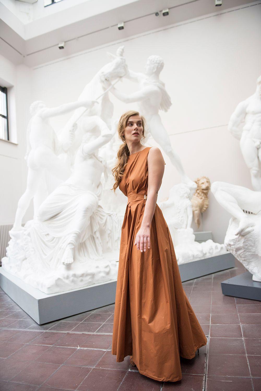 Modeshooting in Braun & Grau | Kleid mit rückenausschnitt, schickes ...
