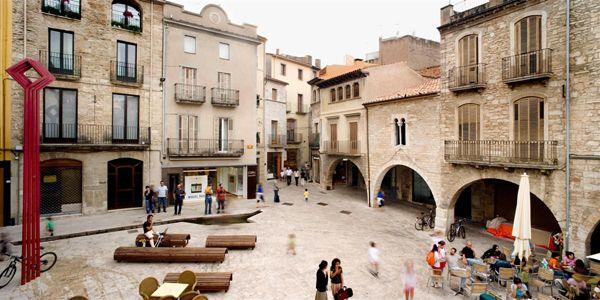 El arquitecto Josep Miàs recupera la belleza de las plazas del casco antiguo de #Banyoles. | diariodesign.com #architecture