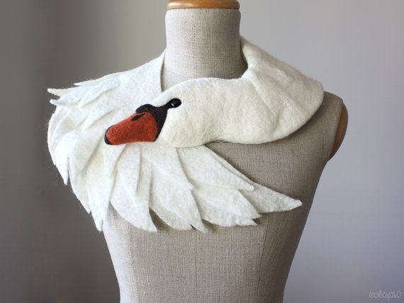 White Swan - écharpe d'animal en laine feutrée, étole nuptiale / haussement d'épaules #feltedwoolanimals