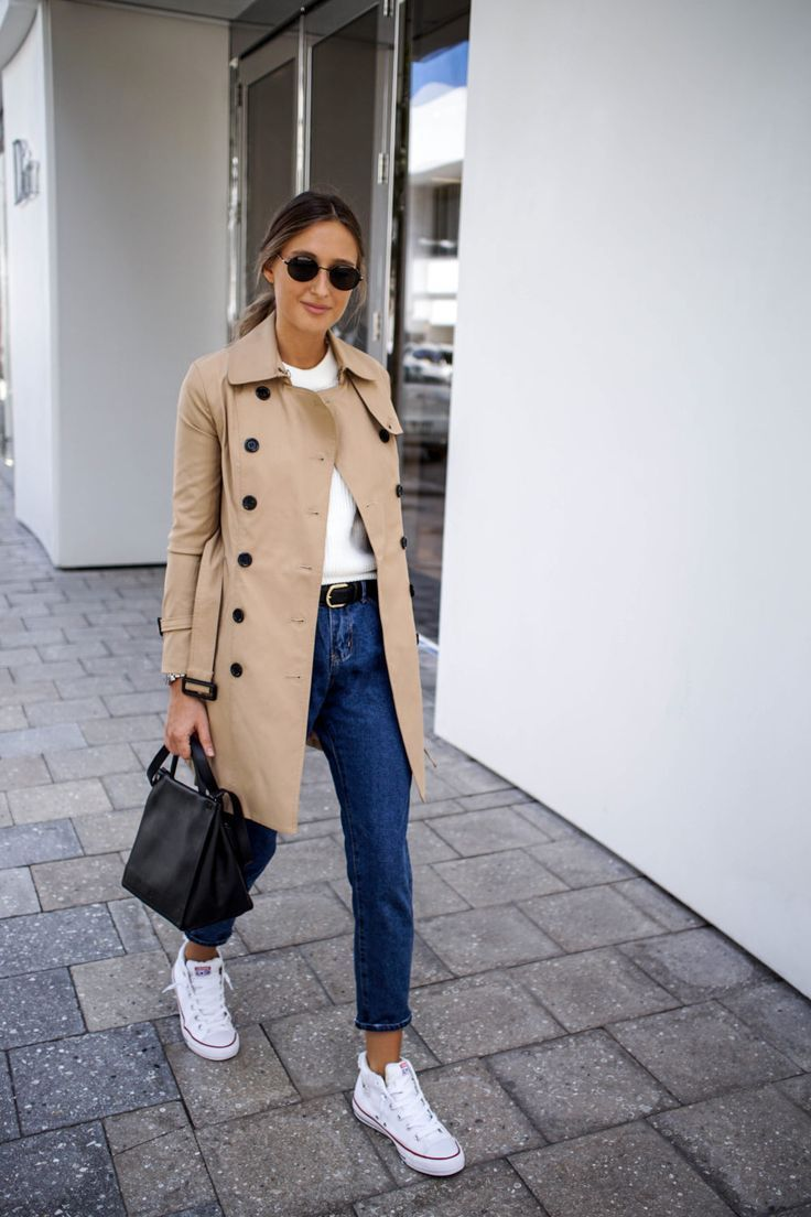 The Outfit Trench Coat + Black skinny jeans + Reebok