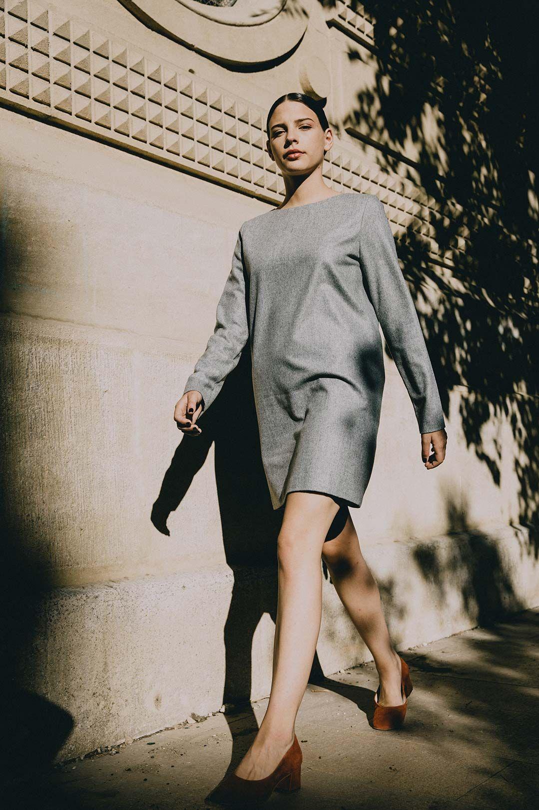 f0d4dfb7163e Robe droite grise en laine flanelle Carolyne- Made in France .Basique ATODE.  .Coupe droite. .Laine flanelle grise chinée et entièrement doublée