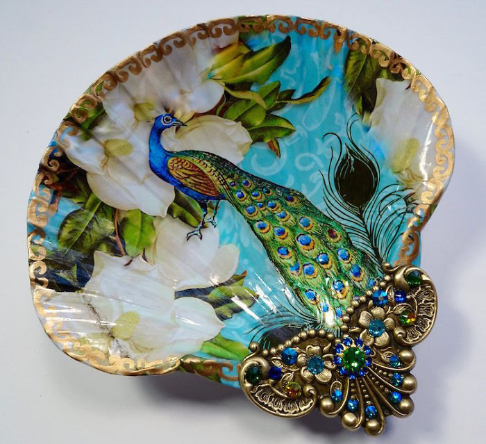 Artist Turns Real Seashells Into Decorative Jewelry Dishes That Look Like Long Lost Treasure is part of Painted shells, Seashell painting, Seashell art, Shell art, Jewelry dish, Shell dishes - Nowadays, many contemporary artists are looking for new ways to express their art in a different manner to others  They are abandoning the traditional canvas and instead using sometimes smaller but unexpected things  One artist who is actually famous for this is crafter Mary Kenyon from California