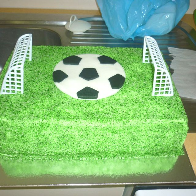 Cake Decorated Like Football Field : Soccer field birthday cake Cake Ideas Pinterest ...