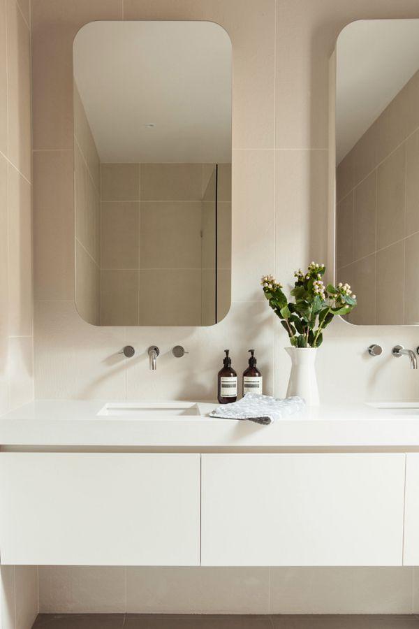 Miroirs robinets encastr s plan corian bathrooms sdb en 2019 salle de bain salle et salle - Corian salle de bain ...