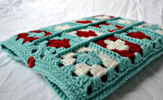 13 inch Laptop Sleeve // Granny Square // Retro by woolandwhatnot