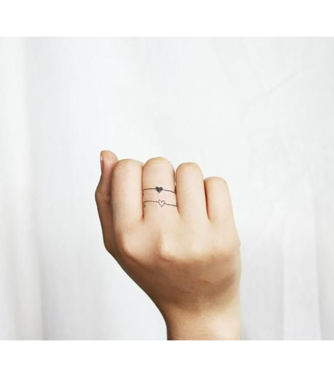 Ring Tattoos : 10 inspirations de tatouage à faire sur les doigts | Tatouage alliance, Tatouage ...