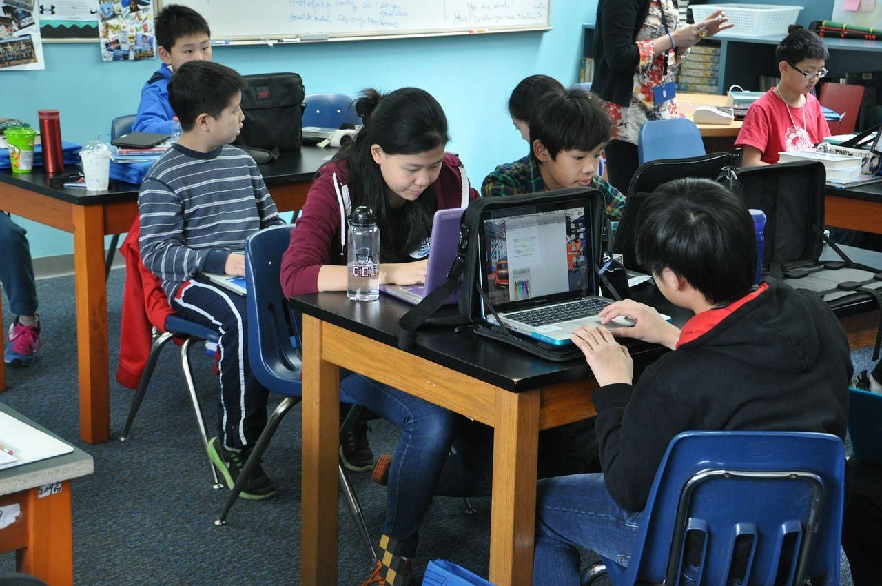 Paradoks Teknologi Pendidikan Learning Technology Online Education Digital Classroom