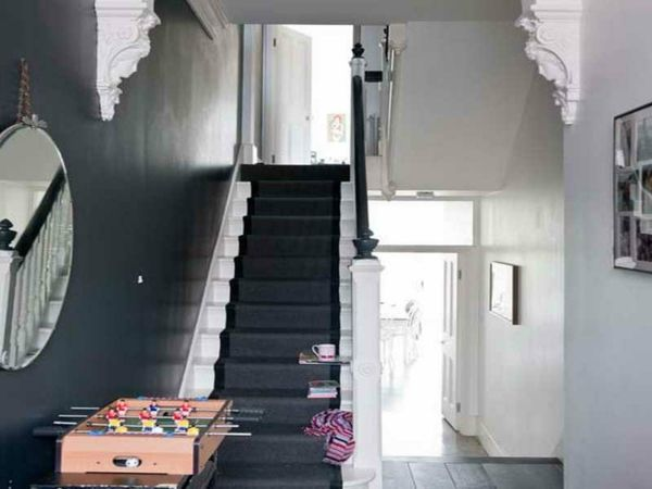 Flur Modern Gestalten   Rundes Spiegel Und Wandgestaltung In Schwarz Und  Weiß   Alles über Die