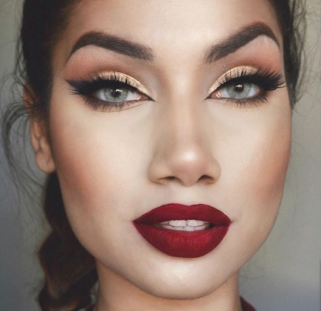 23 Christmas Makeup Ideas to Copy This Season