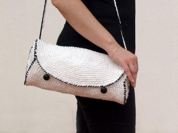 Bolso de rafia blanco y negro /  Black and white purse by SILAYAYA - Artesanio