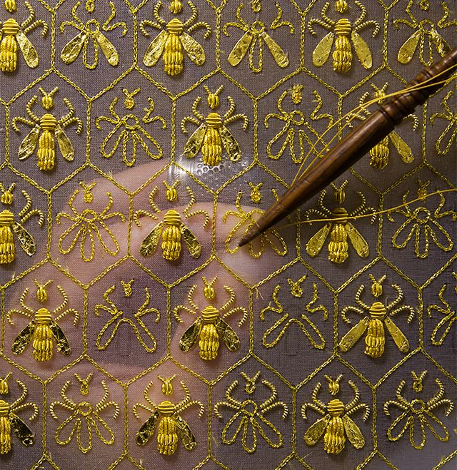 symbols in secret life of bees In her 2002 novel, the secret life of bees, former guidepost magazine  ties all  her symbols, most importantly those of the lily and bees, to this black icon thus.