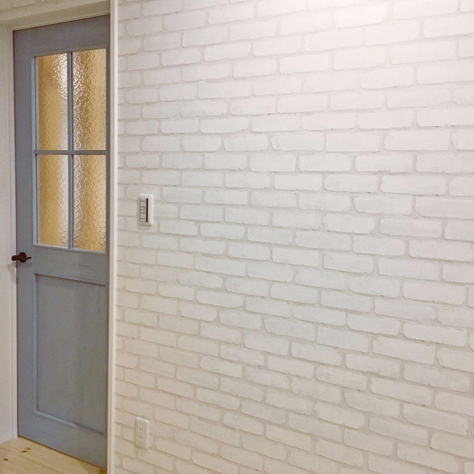 玄関 入り口 レンガ調クロス 壁紙 サンゲツ ブルーペイントドア など