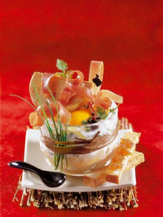 oeuf cocotte au jambon cru et foie gras une id e d 39 oeuf. Black Bedroom Furniture Sets. Home Design Ideas