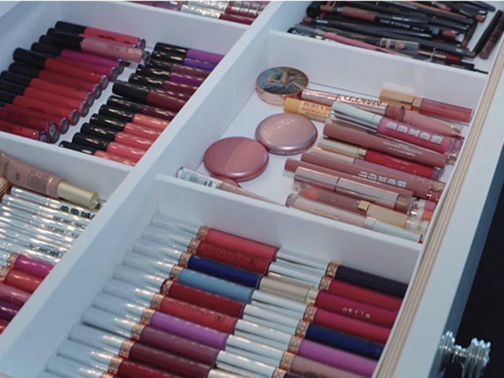 Inside Kylie Jenner\'s Glam Room — See Where She Gets Red Carpet ...