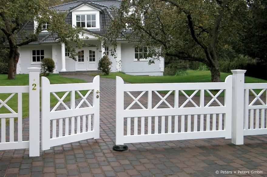 Buying The Right Gate A Few Important Considerations Simple Decoration Ideas Interior Design Home Desi Wooden Gates Driveway Backyard Fences Driveway Gate
