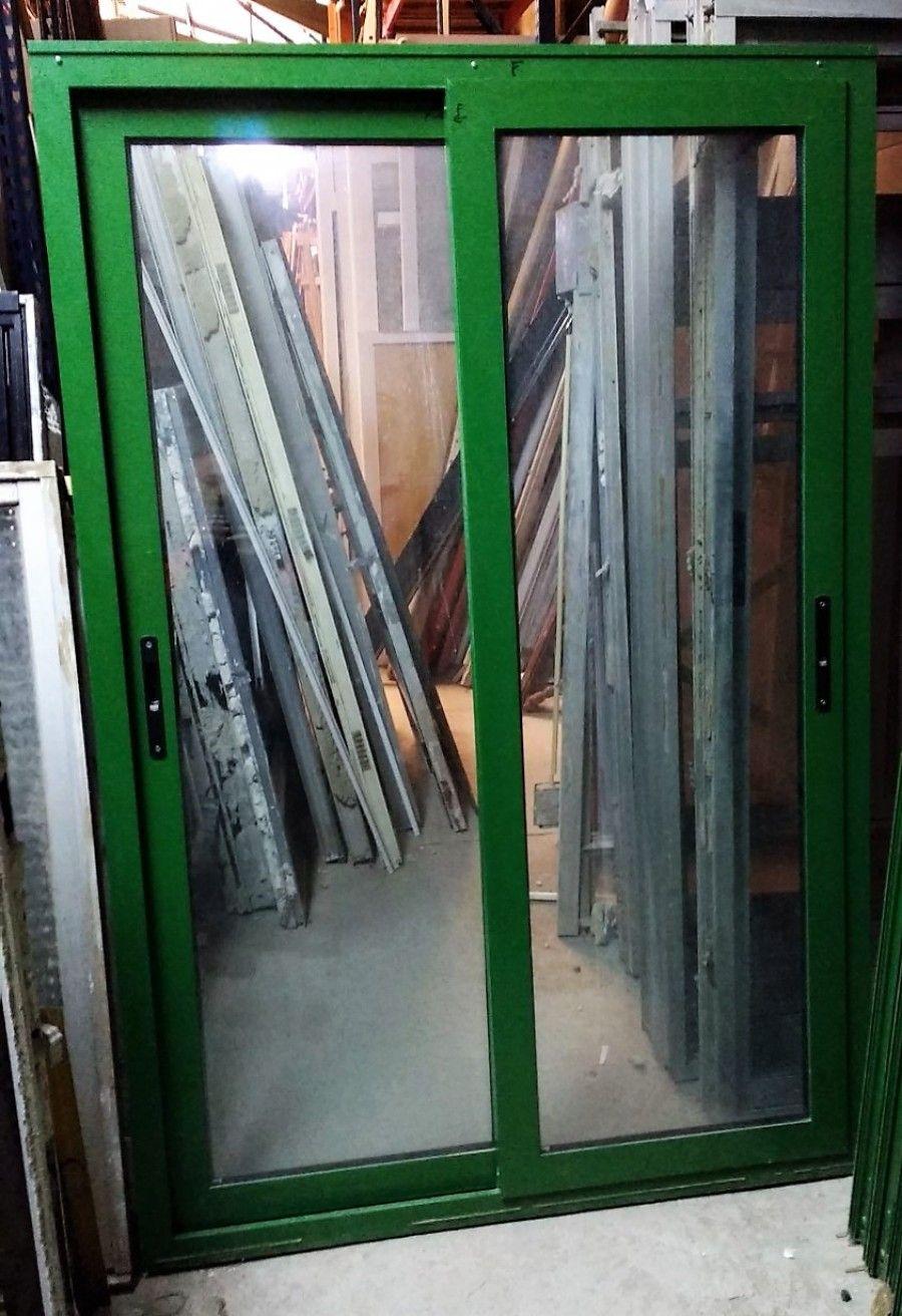Ventanas de aluminio lacado en color verde con hojas for Colores ventanas aluminio lacado