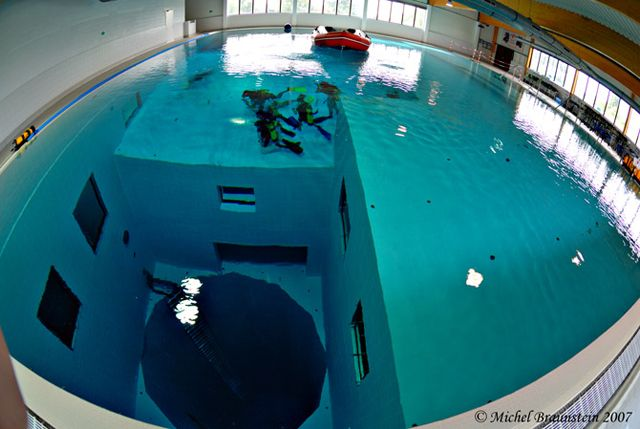 Nemo33 The Deepest Swimming Pool In The World Diving Pool