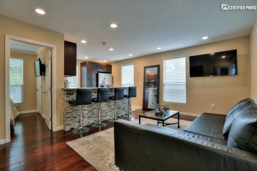Consider A Furnished Garage Apartment Available For Rent In Atlanta Georgia Corporate Housing Atlanta Apartments Corporate Rentals