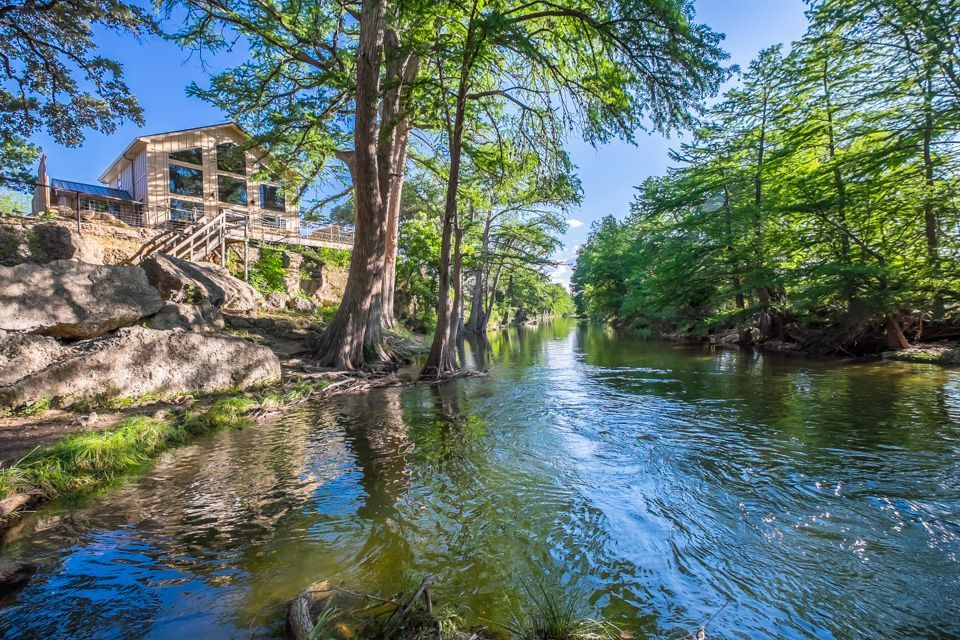Leakey Lodge Rental Frio River Cabins A Texas Family Resort Homeaway River Cabin Cabin Rentals In Texas River Vacation