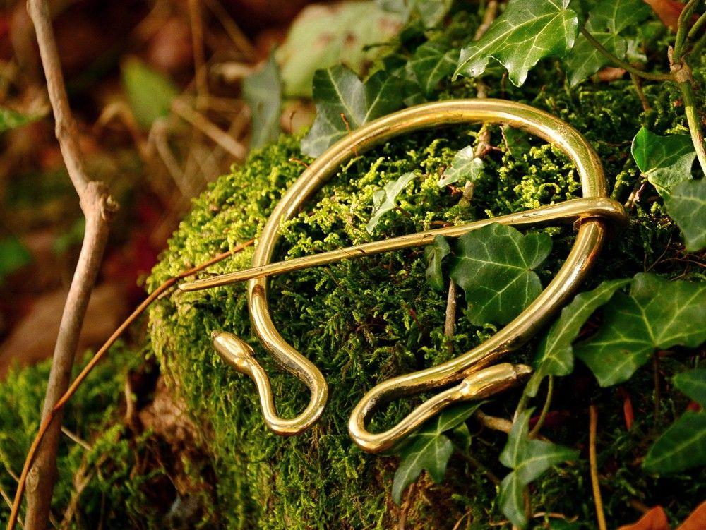 Roman Omega Fibula Replica - Available on www.peraperis.com