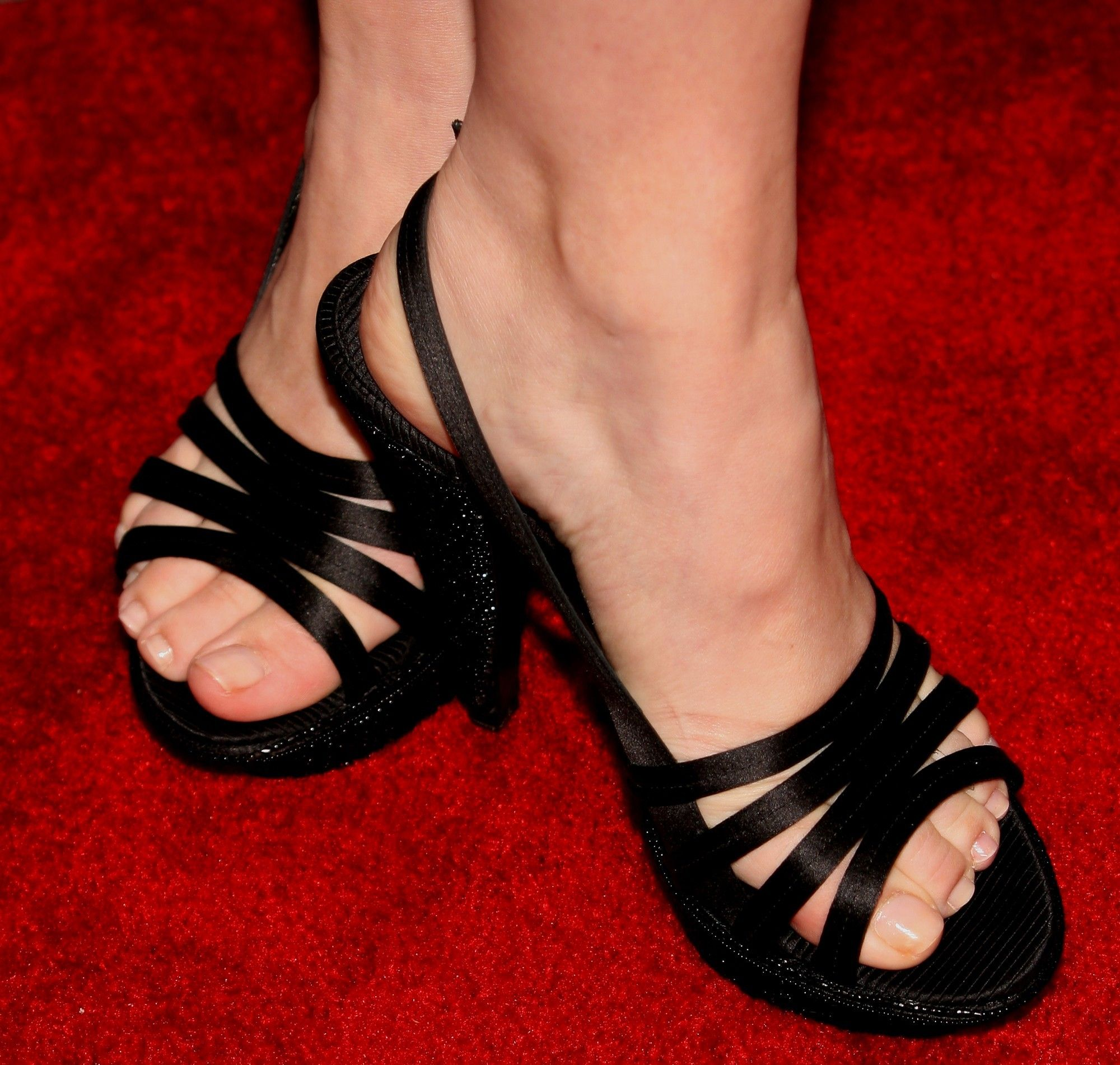ms jenna fischer xoxo sandals i love sexy feet heels celebrity feet. Black Bedroom Furniture Sets. Home Design Ideas