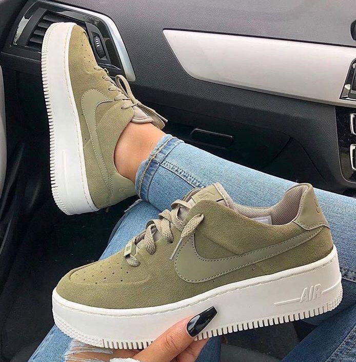 Pin do(a) i a r a em Shoes | Sapatilhas nike, Sapatos nike e
