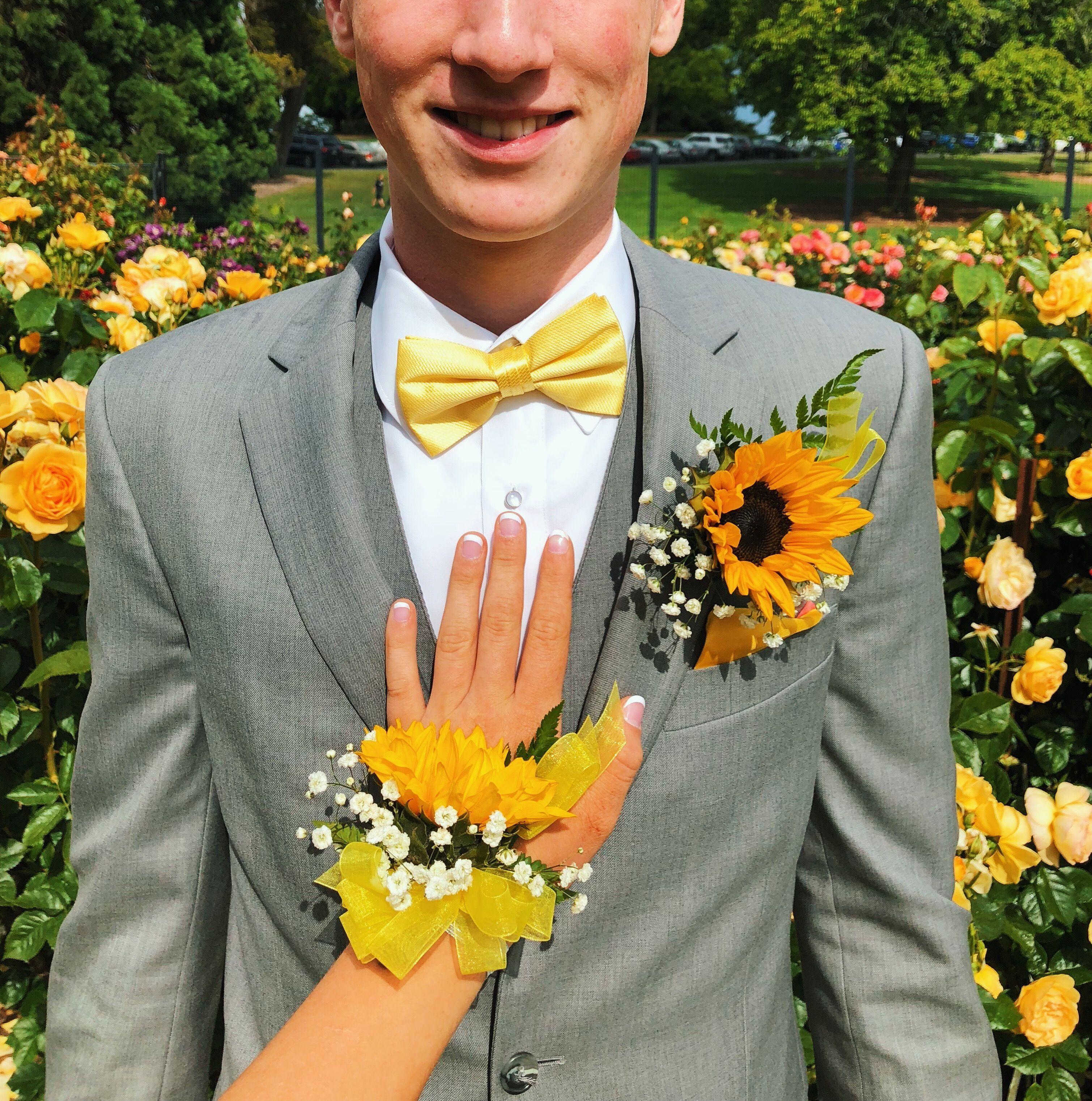 Sunflower Prom Prompicturescouples Prompictureposes Prom Couples Prom Poses Prom Dresses Yellow [ 3044 x 3019 Pixel ]