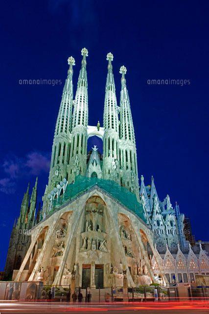 サグラダ ファミリア夜景 写真素材 ストックフォト イラスト素材 アマナイメージズ バルセロナおすすめ観光スポット ガウディ バケーション
