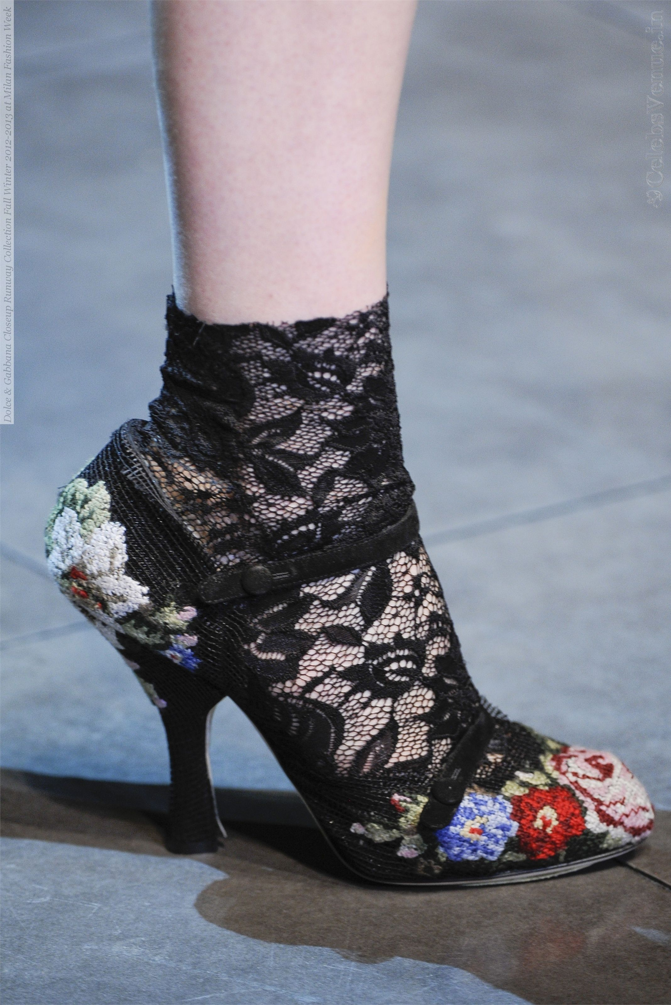 From CelebsVenue the Dolce & Gabbana Closeup Runway Collection Fall Winter 2012-2013 at Milan Fashion Week 002.jpg