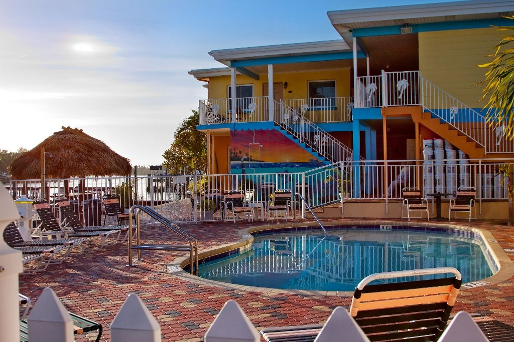 Set In A Prime Location Of St Pete Beach Fl Bay Palms Waterfront Resort Hotel And Marina Puts Everything The City Has To Offer Just Outside Your
