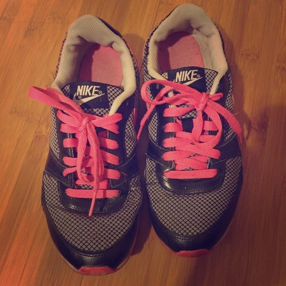 Pink and black nike shoes In used condition but must sell! Has been in my closet for a while and I haven't been wearing them recently! They are great for walking and going places! I'm taking any offers!! Nike Shoes Athletic Shoes