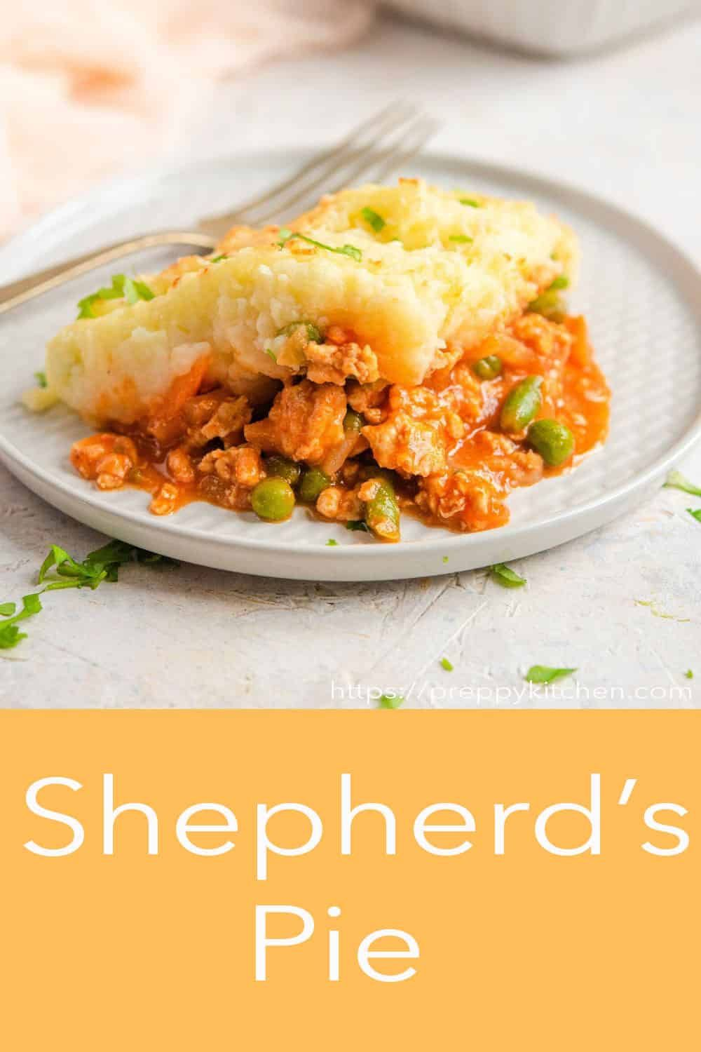 Wholesome Hearty And Comforting Shepherd S Pie Made With Ground Chicken A Saucy And Delicious Gravy A In 2020 With Images Easy Dinner Recipes Cooking Recipes Best Dinner Recipes