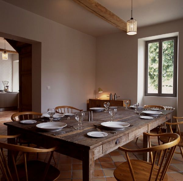 19th century farmhouse right in the heart of France. From desiretoinspire.