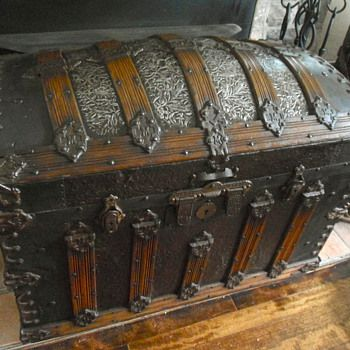 Antique Steamer Trunks And Chests Trunks And Chests