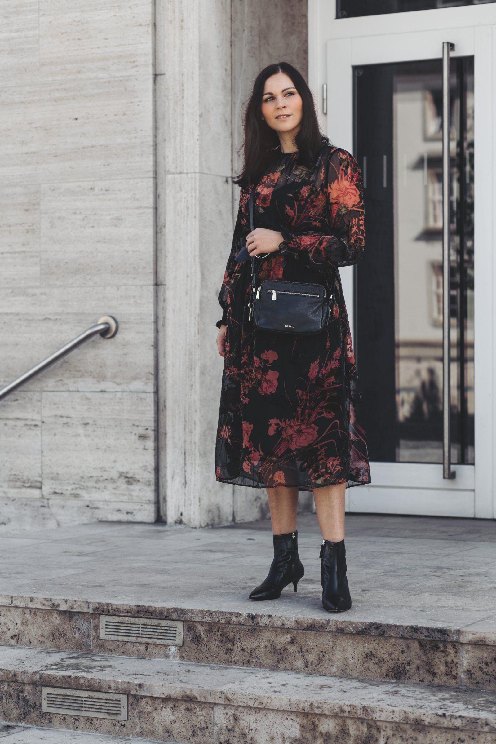 Herbst Outfit mit Midi Kleid und Fossil Piper Tasche ...