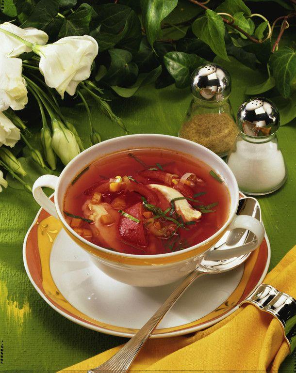 die besten 25 klare tomatensuppe ideen auf pinterest klare tomatensuppe suppe kalte klare. Black Bedroom Furniture Sets. Home Design Ideas