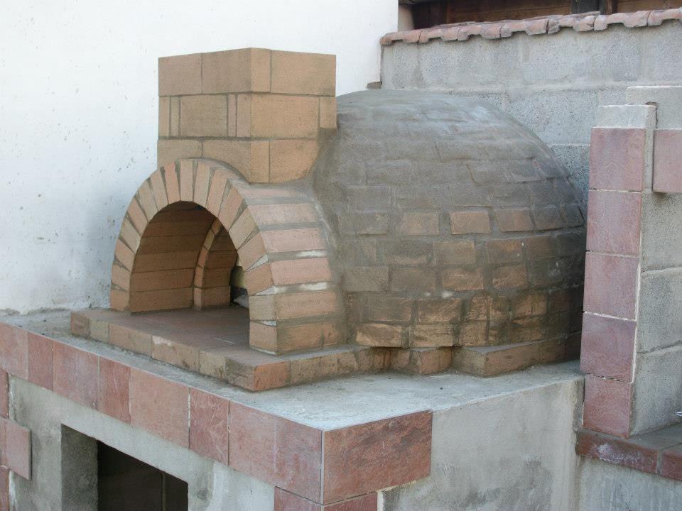 Capri 2 palazzetti vanjski kamini pizza for Forno a legna per pizza fai da te