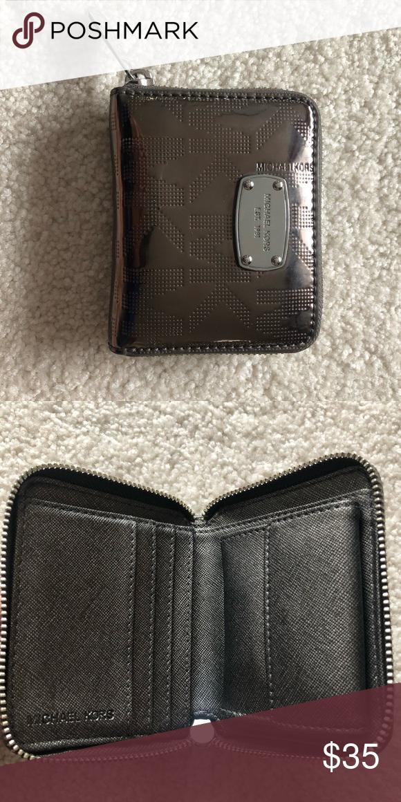 Michael Kors small wallet Small wallet with 4 card slots