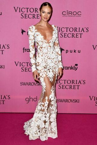 Mesmo depois de desfilar lingeries ousadas no Victoria's Secret Fashion Show, as beldades continuaram a mostrar a pele com transparências, rendas e fendas poderosas. Inspirações para as brides to be que querem desfilar como uma Angel no grande dia!